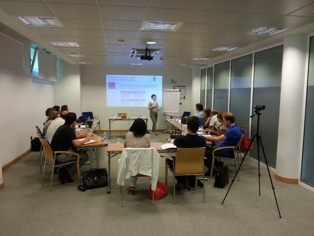 """#MentoringColectivo """"Escuela de Emprendedores: De la idea al proyecto, generación de tu modelo de negocio"""""""