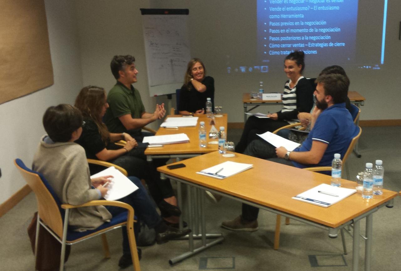 """#MentoringColectivo """"Escuela de Emprendedores: """"La  negociación en el centro de cualquier resultado»"""